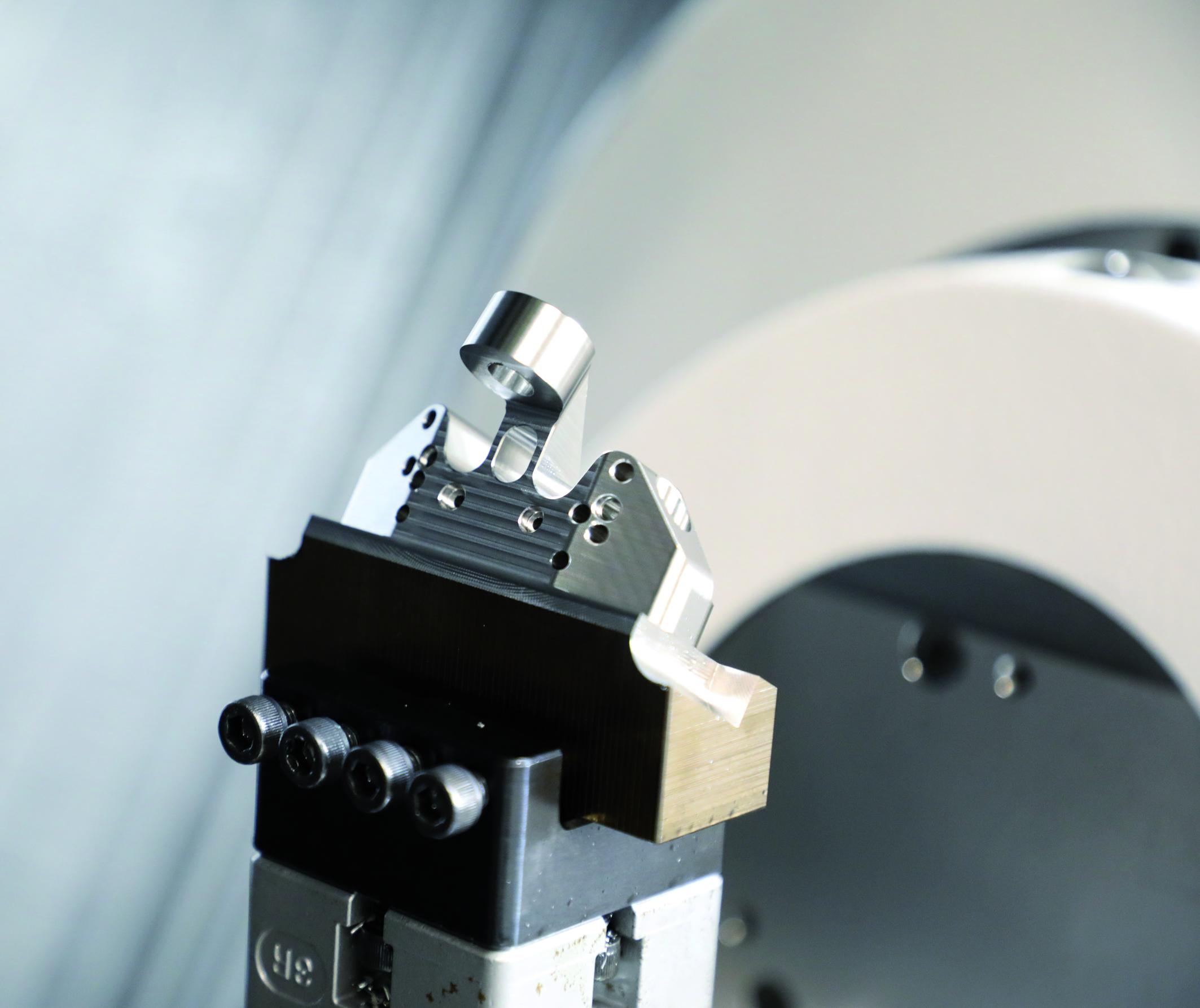 Kleine Losgrößen wirtschaftlich & sicher fertigen Automatisierte Fertigung am Beispiel eines chirurgischen Schnittblocks