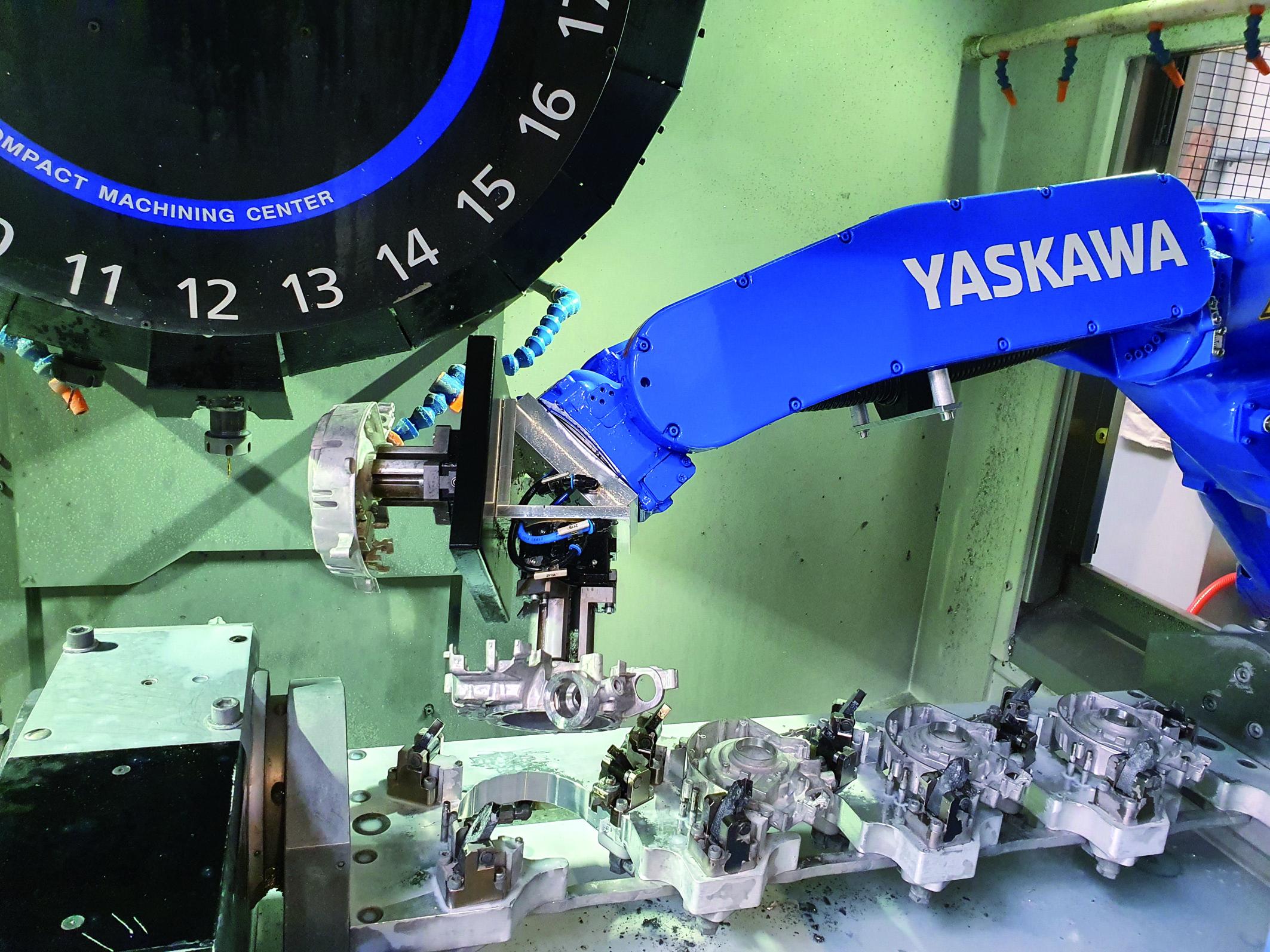Produktive Bearbeitungszelle Zwei Brother-BAZ mit pL-CNC-Drehtisch sorgen in einer Roboterzelle für effiziente Serienbearbeitung